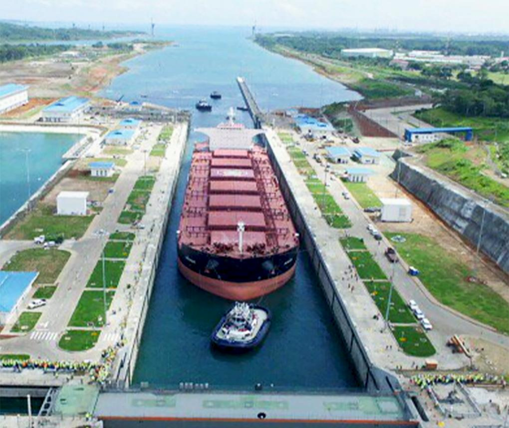 A ship goes through the Panama Canal. Photo credit: Autoridad del Canal de Panamà (ACP)