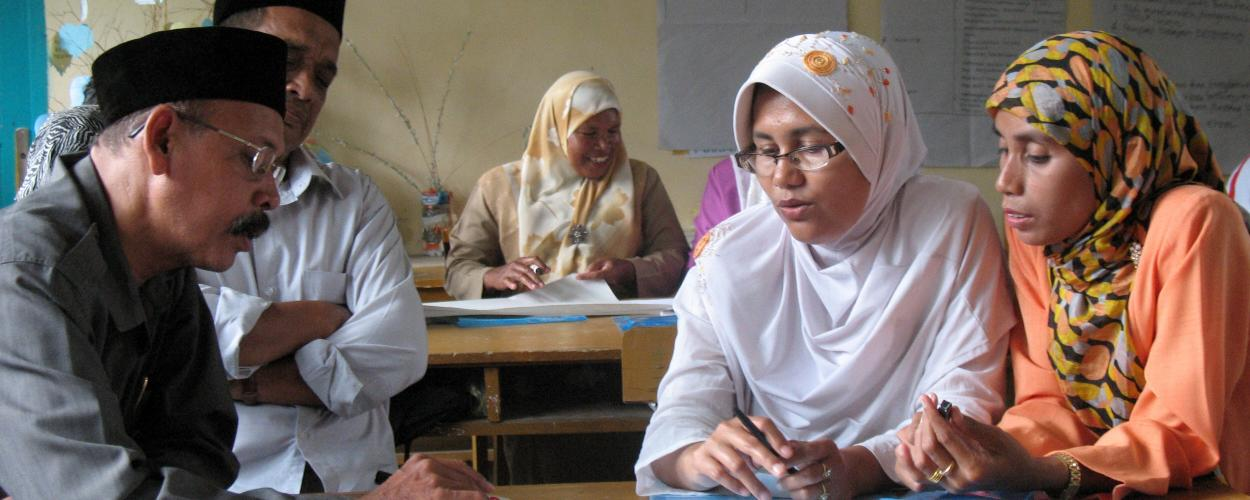 Training on Aceh in a classroom in Indonesia